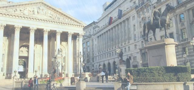 イギリスの中央銀行に海外送金するイメージ