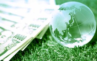 世界地図と留学費用