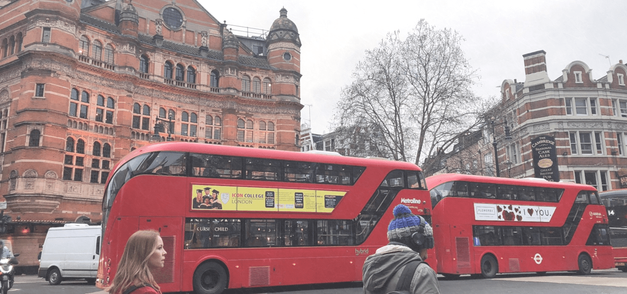 イギリスを走るロンドンバス