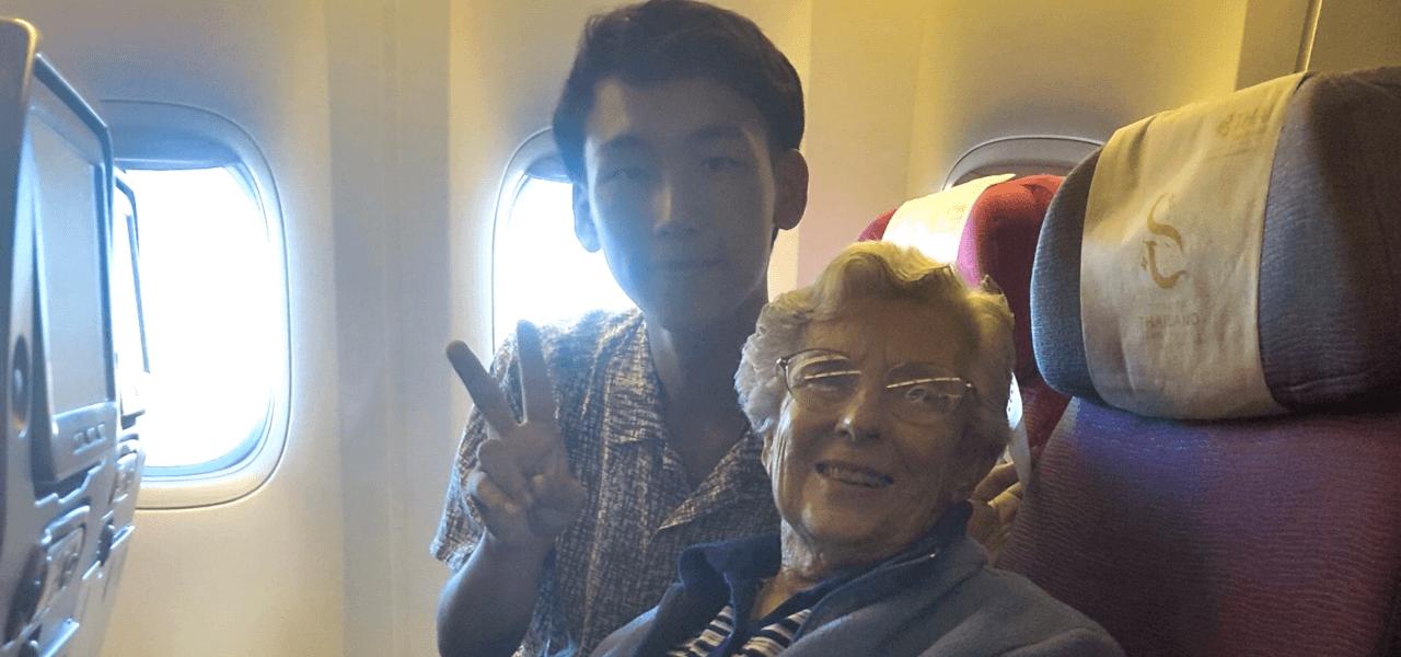 隣の席のおばあちゃんとの写真