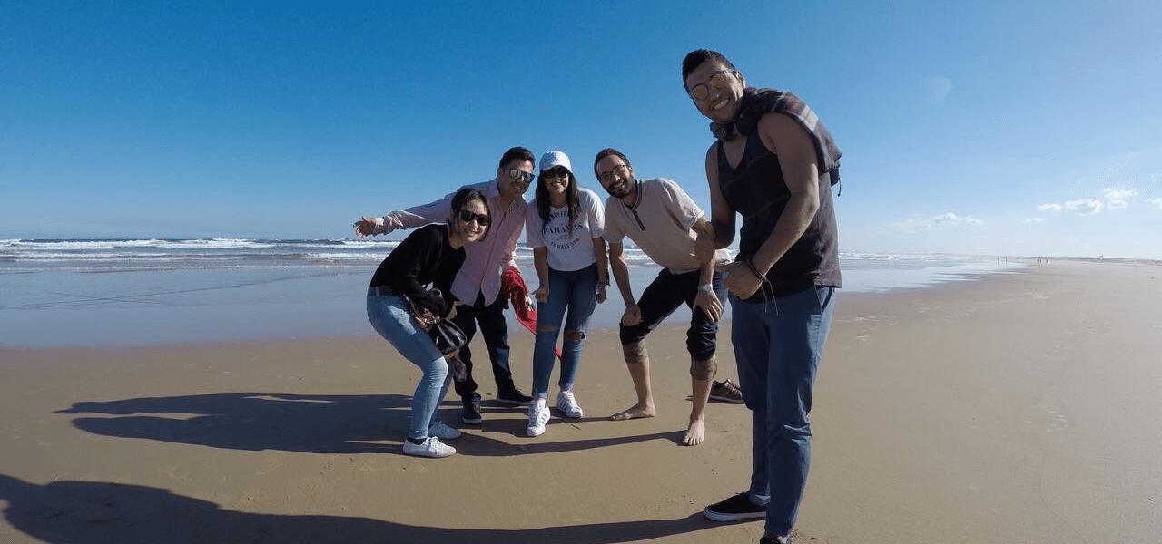 浜辺で友達と撮った写真