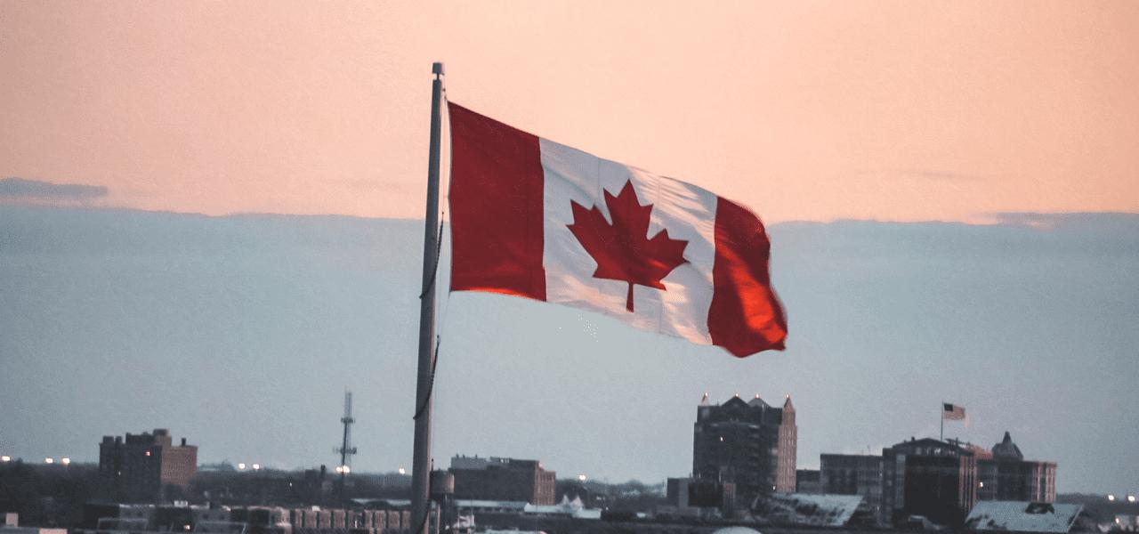 はためくカナダの国旗