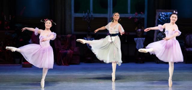 バレエコンクールのダンス