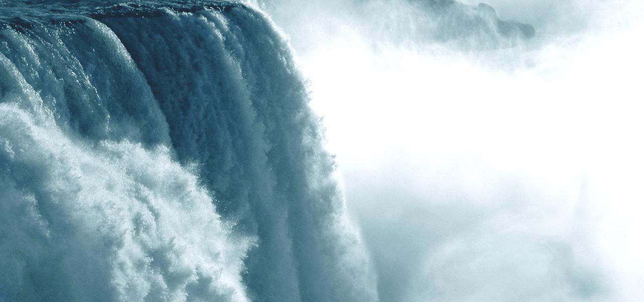 ドツボをイメージさせる滝