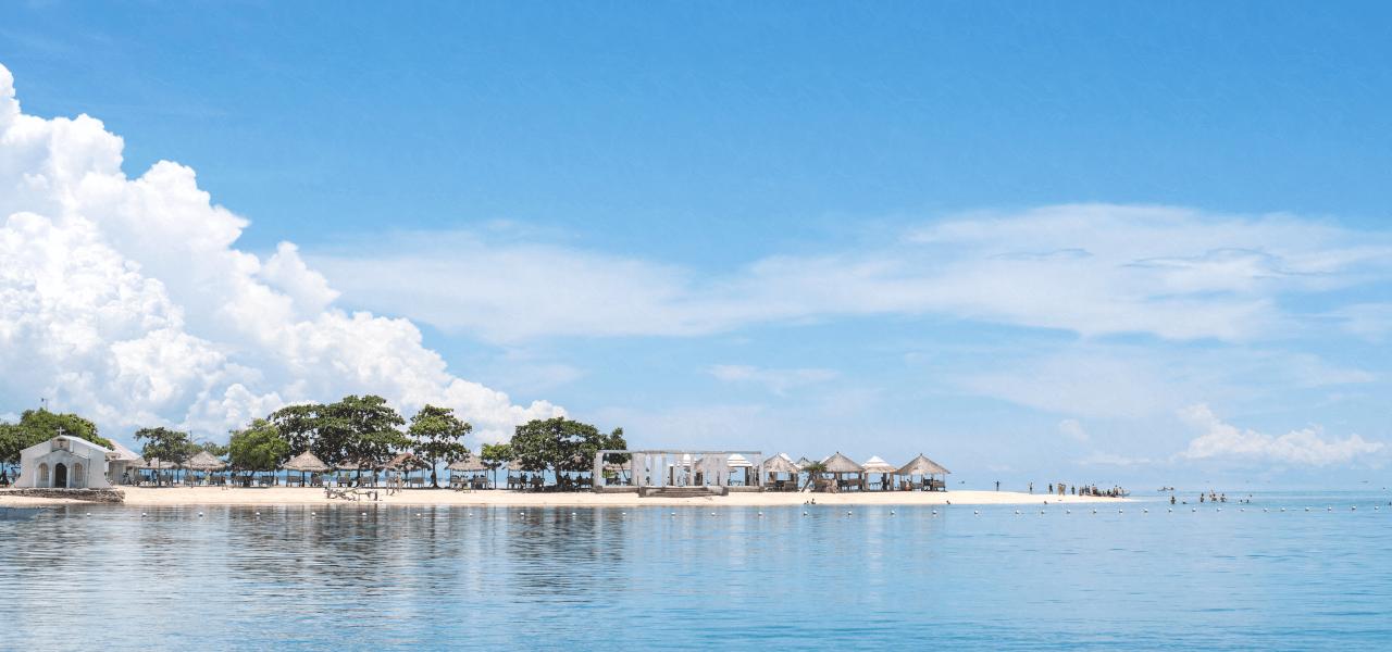 フィリピンのビーチと晴れた空