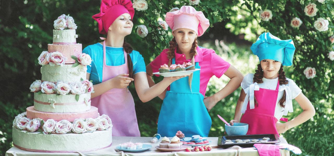 海外の子供たちが一緒に料理