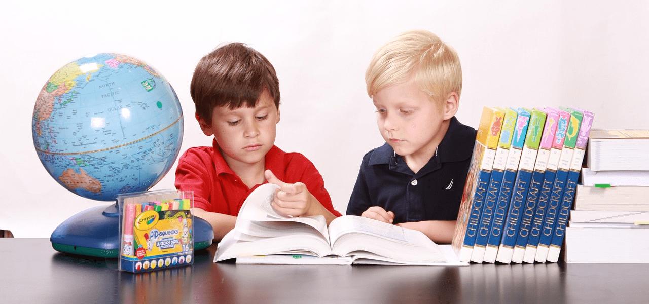 子供たちが学習する様子