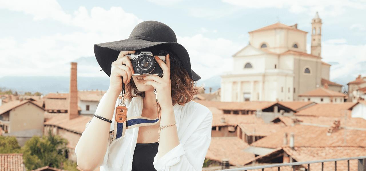 世界のカメラを撮る様子