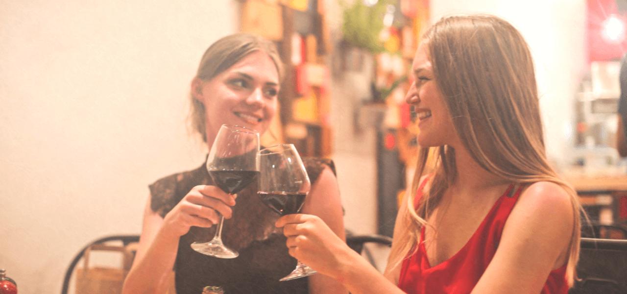 海外生活を楽しむ女性のイメージ