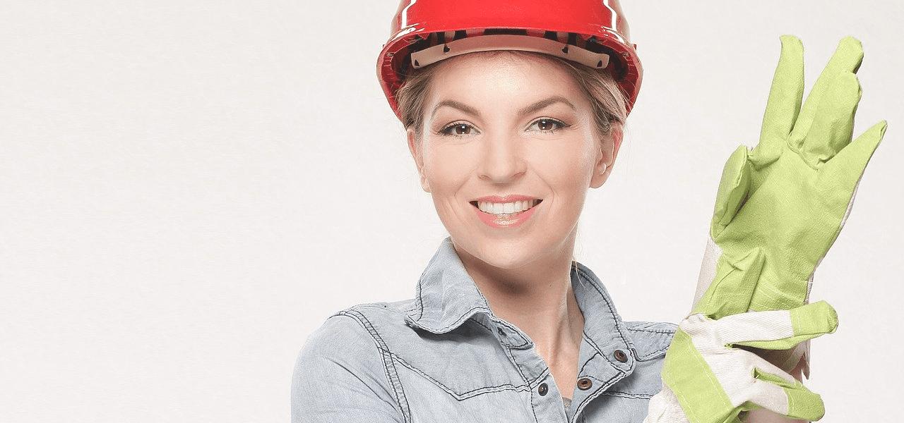 海外の建設現場で働く女性