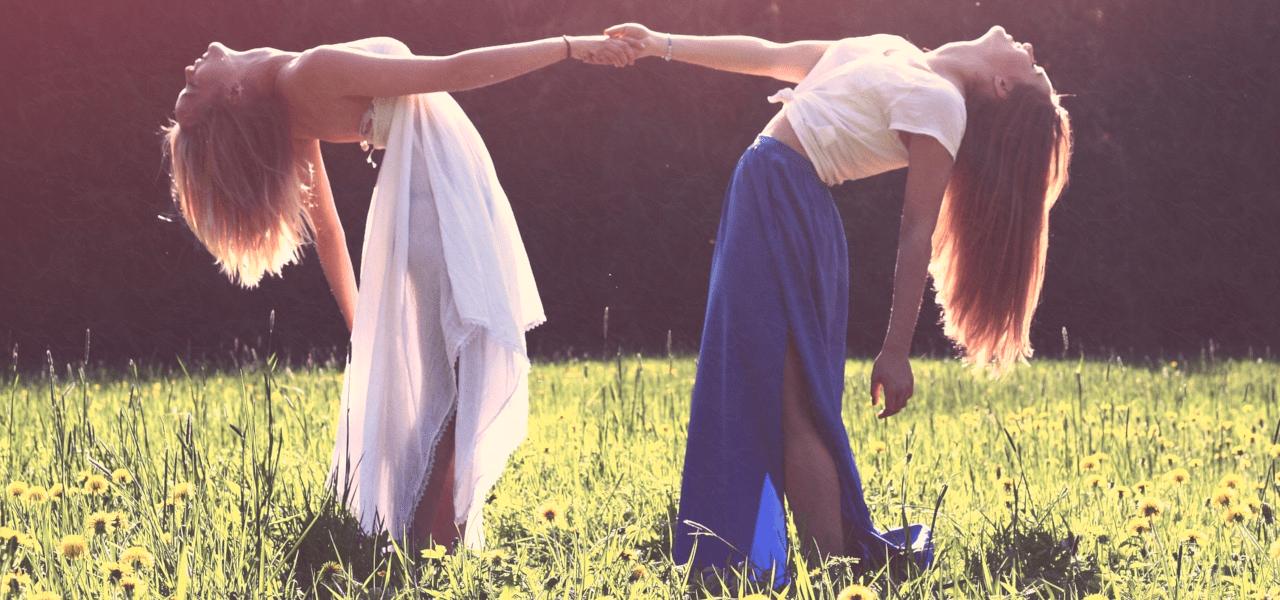 自由と責任を表す二人の女性