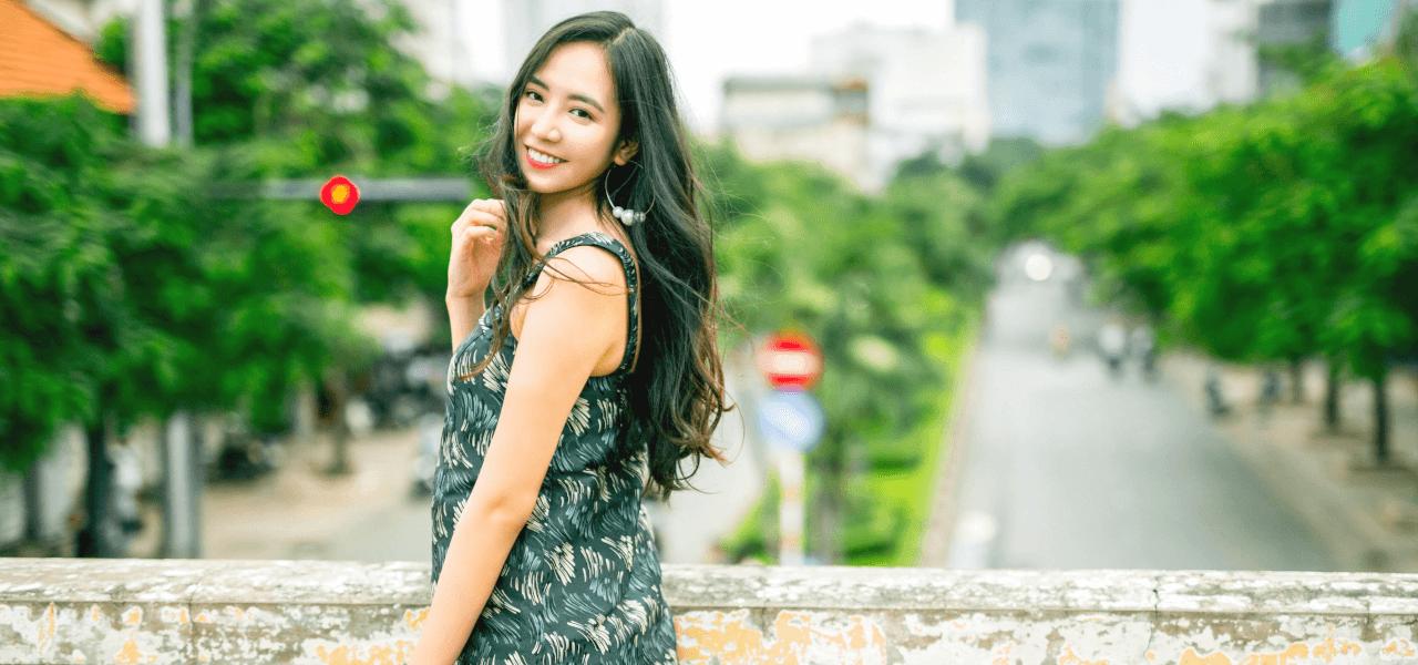 微笑む留学生女性