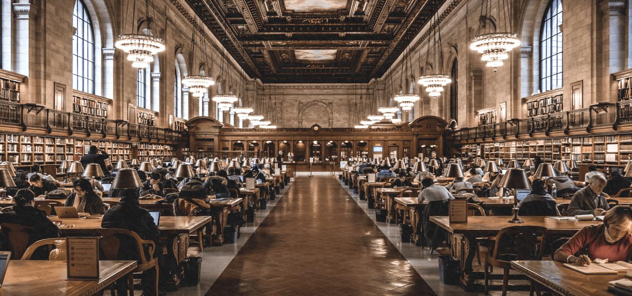 図書館で学ぶ留学生たち