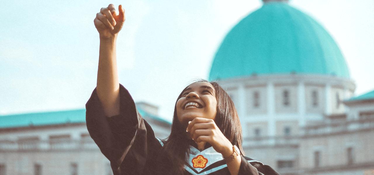 海外大学を卒業した女性