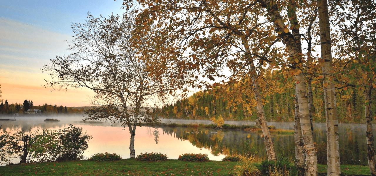 カナダの湖畔